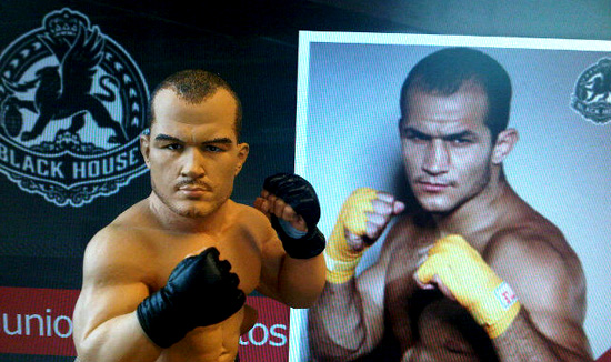 round-5-junior-dos-santos-ufc-action-figure