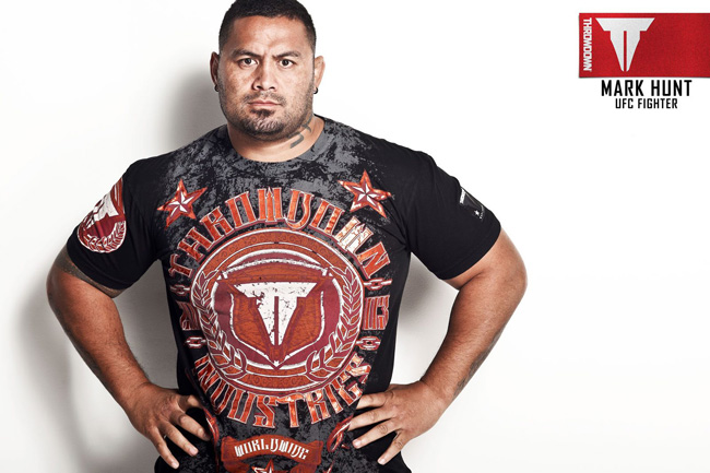 mark-hunt-throwdown-1